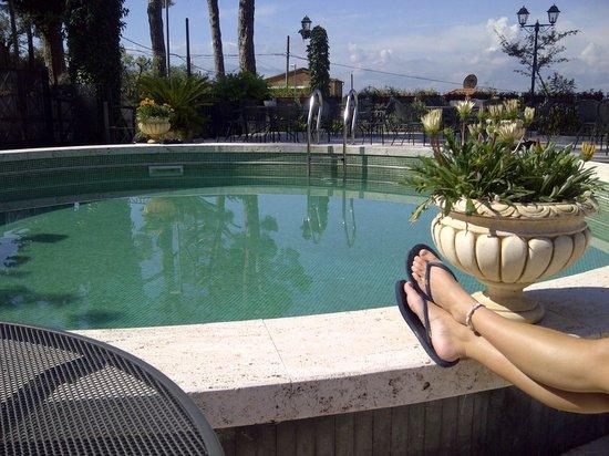 Villa Euchelia Resort: Pool side