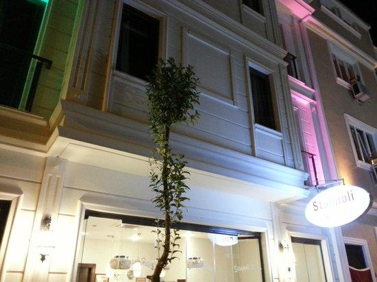Stanpoli Hostel : Hotel at Night
