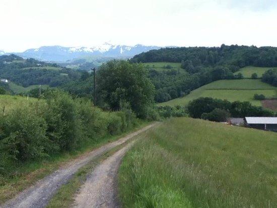 Pyrenees Pursuits, Cami de Bidale : Road and view