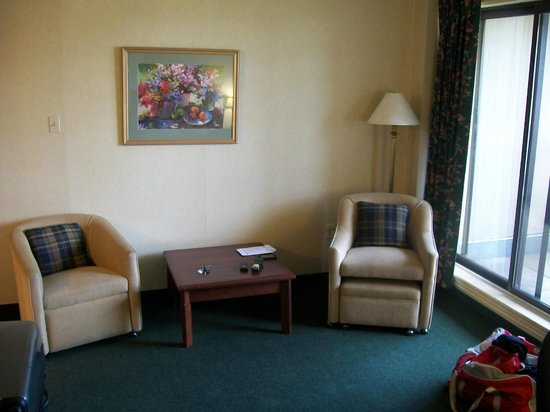 Dartmouth Oceanview Hotel: sitting area in Jr. suite - separated by door to bedroom