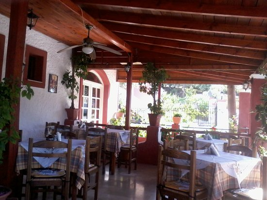 Taverna Minori : Lovely place to eat and Aris never forgets you