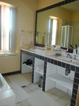 La Bastide Rose: Spacious bathrooms!