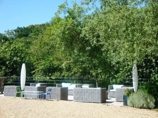 La Bastide Rose : Lovely sitting area next to river