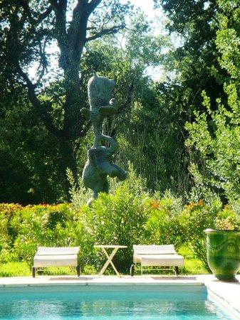 La Bastide Rose : Pool with sculpture