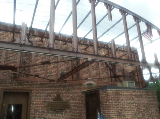 Industrial Revolution Eatery & Grille: The back patio area