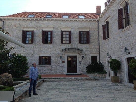 Hotel Kazbek: Court yard