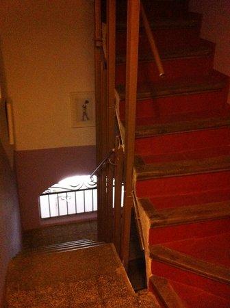Caseta Gracia: l'escalier de l'immeuble