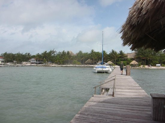 Xanadu Island Resort: Walking along the dock