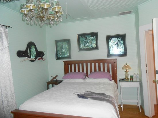 Ashley's Victorian Haven Bed And Breakfast: 2nd floor