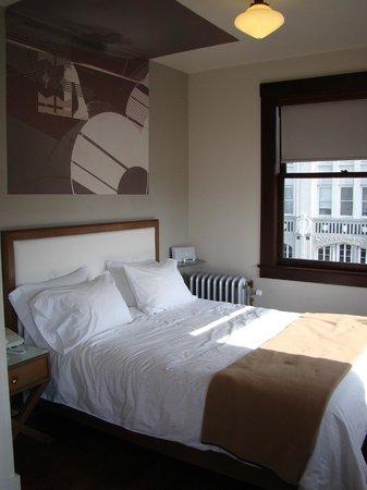 Commodore Hotel: Bed
