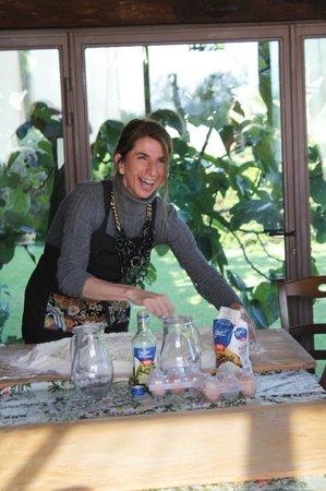 Casa Moricciani: Isabella Giving the Pici Making Lesson