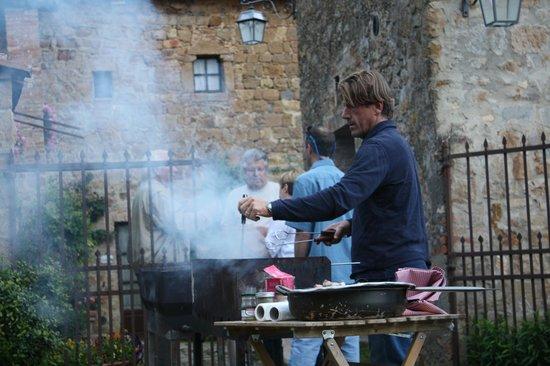 Casa Moricciani: Carlo Making Ribs & Sausages