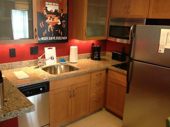 ريزيدانس إن كولومبوس: The kitchen of my room - better than my first house!