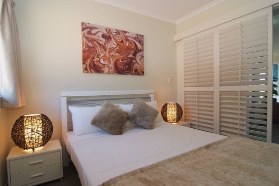 Airlie Central Apartments: One Bedroom Apartment