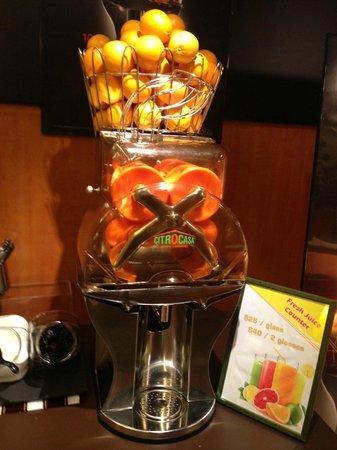 The Charterhouse Causeway Bay Hotel: fresh juice maker