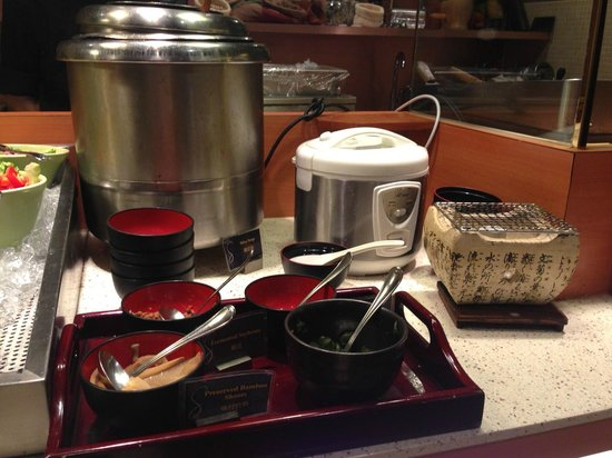 The Charterhouse Causeway Bay Hotel: Miso soup and rice(good for Japanese^^)