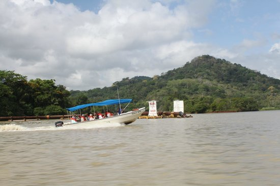 Urban Adventures Panama: boat tour on canal