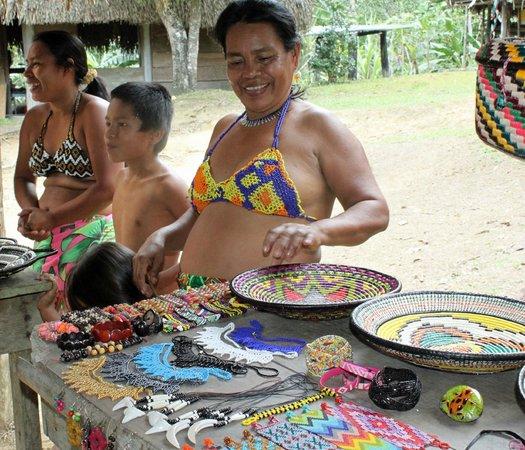 Urban Adventures Panama: local villageers selling their wares