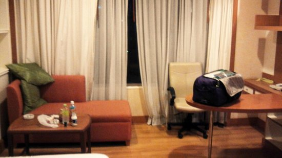 Jasmine City Hotel: room