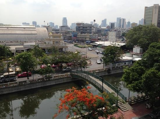 Krung Kasem Sri Krung Hotel: View from our room towards the train station