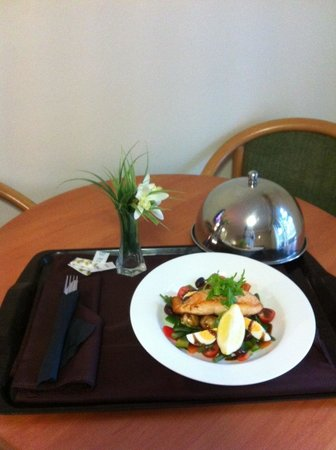 Galaxy Motel : Room Service Dinner