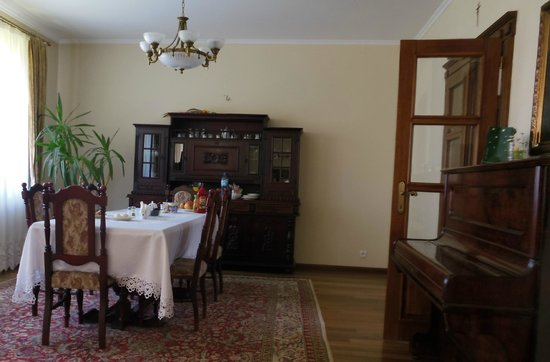 Sofia Bed & Breakfast: Another part of the dining area
