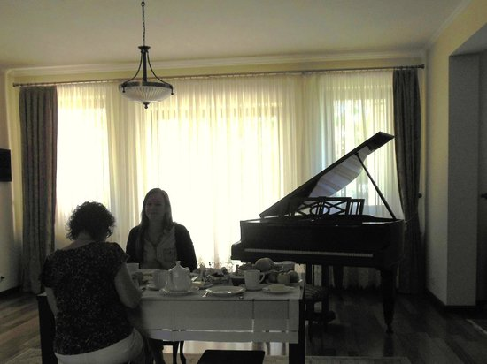 Sofia Bed & Breakfast: dining area 1
