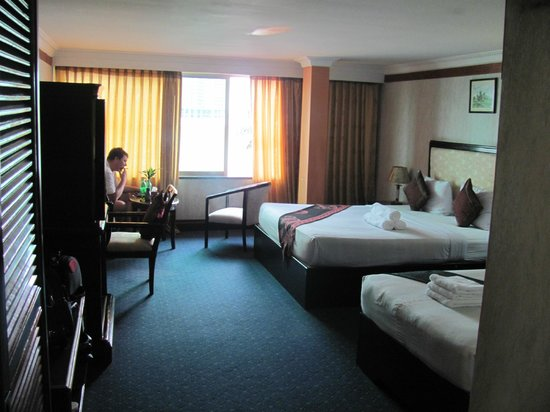 Khmeroyal Hotel: номер просторный