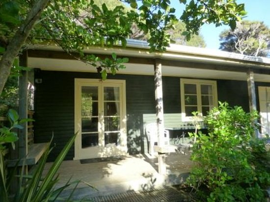 Aroha Island Ecocentre: Tui Bush Cottage