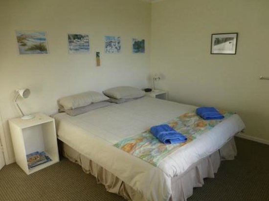 Aroha Island Ecocentre : Kiwi Lodge - Main Bedroom