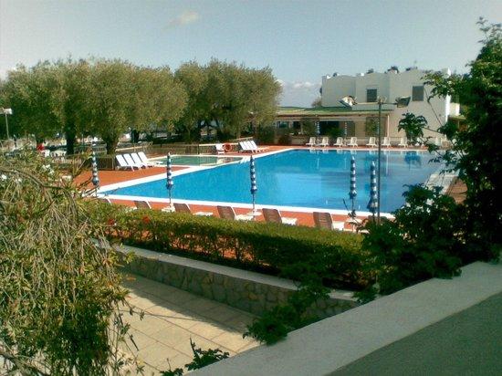 Hotel Torre Oliva : vista camera su piscina