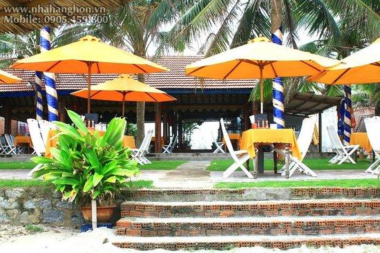 Hon Restaurant - Hoi An: Garden view - Nhà Hàng Hơn Hội An