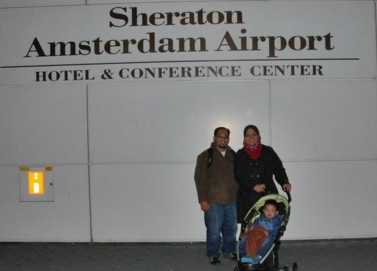 Sheraton Amsterdam Airport Hotel and Conference Center: Us in front of the hotel