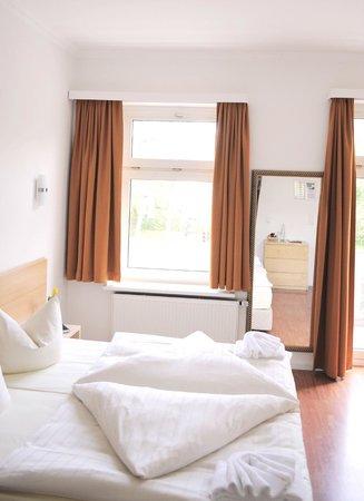 Hotel Budapester Hof: Triple room