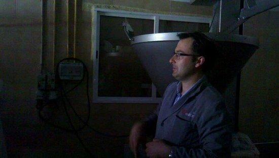 Jamones Eiriz Jabugo: Domingo explicando el proceso de producción
