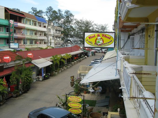 Phet Chang Thai Hotel : Looking towards beach