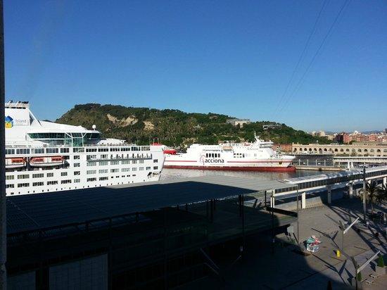 Eurostars Grand Marina Hotel: Blick vom Zimmer nach links bei Tag