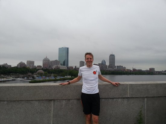 RunBoston Running Tours : Boston Skyline