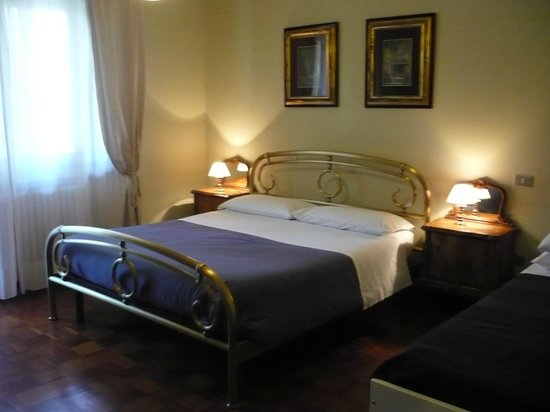 Porta Giulia Bed & Breakfast : Camera tripla