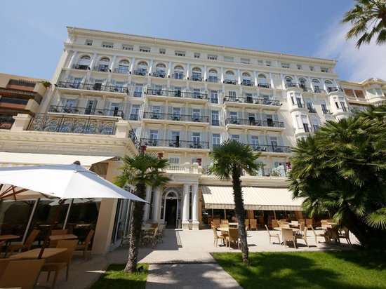 Royal Westminster Hotel : Hotel from seafront gardens