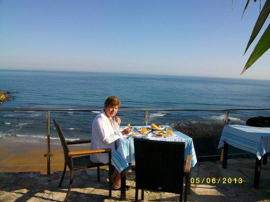 Hotel Itxas Gain Getaria: le petit déjeuner au soleil levant face à la mer