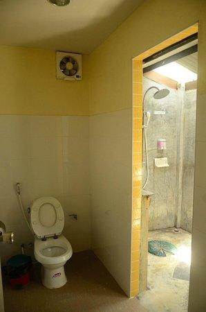 Paradise Resort Phi Phi: Baathroom