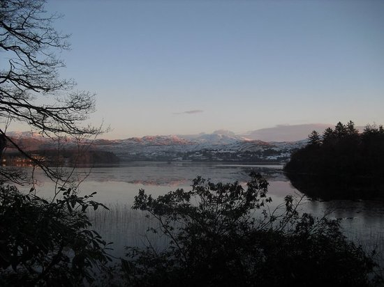 Eas Dun Lodge: Winter capture of Lough Eske