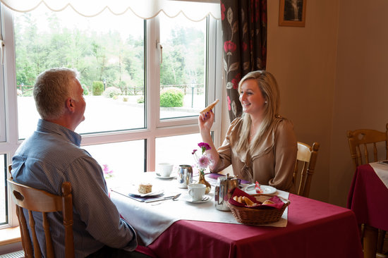 Eas Dun Lodge: Enjoy your Full Irish Breakfast, while enjoying the scenery