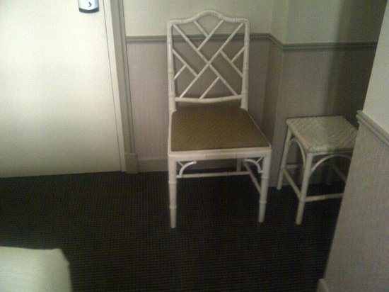 Monceau Wagram Hotel : Chair in twinroom