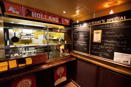 Mr. Pickwick Pub : Our kitchen!
