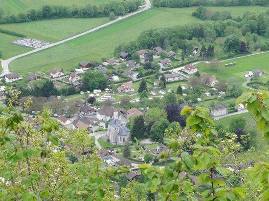 Camping Le Verger Fleuri: vue du village depuis l'oratoire