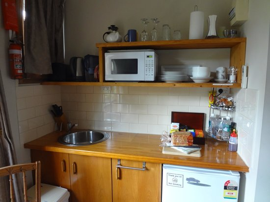 Amble at Hahndorf: Amble Wren - well equipped kitchenette