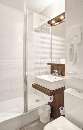 Kyriad La Roche Sur Yon : salle de bain