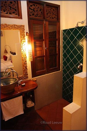 Lotus Villa Boutique Hotel: Open shower; soap & shampoo not provided